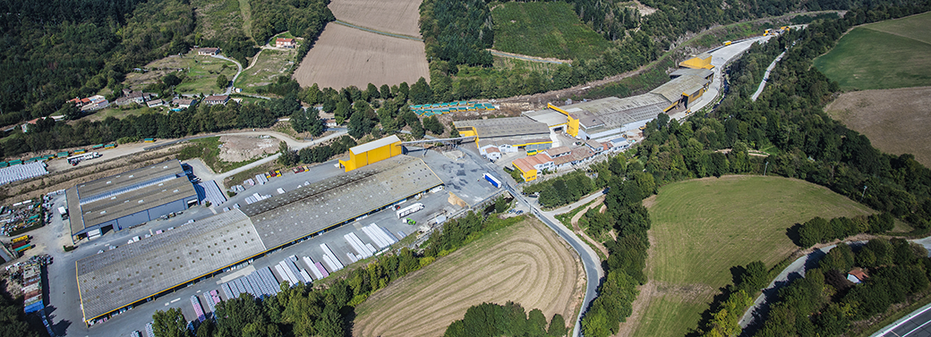Vue aérienne usine Frayssinet fabriquant d'engrais organiques naturels